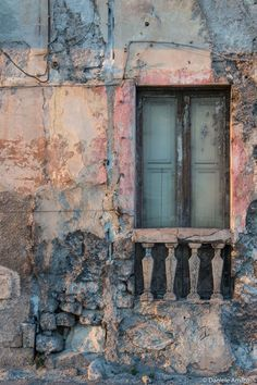 finestra palazzo di taranto by Daniele Amato on Old Windows, Windows And Doors, Light Background Images, Rustic Doors, Old Doors, Doorway, Abandoned Places, Belle Photo, Architecture Design