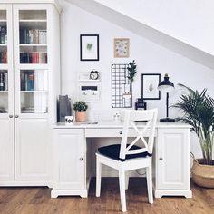 Hej hej w ten jesienny poranek... 😅 Chciałam Wam pokazać lekki lifting ściany nad biurkiem. ☺️ Zmienił się układ ramek, a co najważniejsze,… Office Desk, Gallery Wall, Furniture, Home Decor, Homemade Home Decor, Desk, Home Furnishings, Decoration Home, Arredamento
