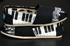 Black & White Musical notes and Piano Keys Toms