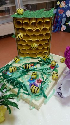 animal crafts for kids Kindergartenbienen Bee Crafts For Kids, Fun Projects For Kids, Back To School Crafts, Animal Crafts For Kids, Preschool Activities, Fun Crafts, Art For Kids, Arts And Crafts, Fair Projects