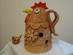 SLEPICE A KOHOUTI Paper Mache, Clay, Pottery, Bobs, Outdoor Decor, Home Decor, Ideas, Log Projects, Ceramica