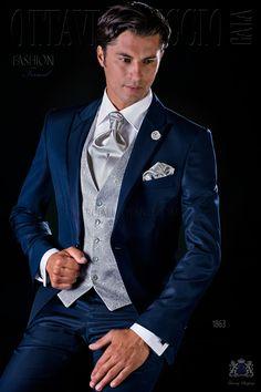 Traje de novio italiano azul falso liso con solapa de pico, vivos de raso y un botón fantasía en tejido mixto lana. Traje de novio 1863 Colección Fashion Formal Ottavio Nuccio Gala.