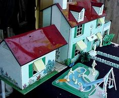 Tin dollhouse 2/4