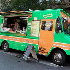 Do you need to buy the best food truck? If so, there are some of the factors that you have to take into consideration whether it may be new and used food trucks before buying it. Used Food Trucks, Custom Food Trucks, Concession Trailer, Food Trailer, Kitchen Builder, Mobile Coffee Shop, Trailer Manufacturers, Pot Storage, Modern Food