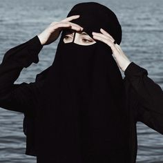 Modest Fashion Hijab, Niqab Fashion, Muslim Fashion, Arab Girls, Muslim Girls, Muslim Women, Hijab Dp, Mother Photos, Hijab Collection