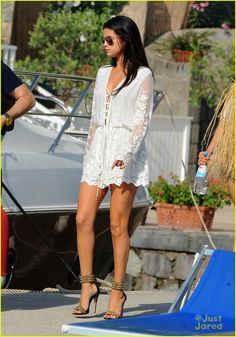 Selena Gomez Takes a Private Plane Out of Italy! | selena gomez leaves ischia italy 01 - Photo