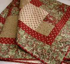 IMAGES OF RED AND GREEN CHRISTMAS QUILT | Christmas Patchwork Lap Quilt Red and Green Moda Sentiments Post Cards