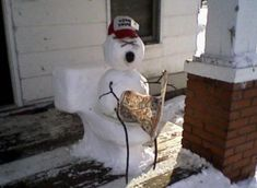 30 Creative and Funny Snowman Ideas - Growing up with my family, well bathroom humor was part of family laughter. Can't help but laugh at this. Funny Cute, Really Funny, Hilarious, Seriously Funny, Snowmen Pictures, Snowmen Ideas, Christmas Pictures, Funny Snowman, Redneck Humor