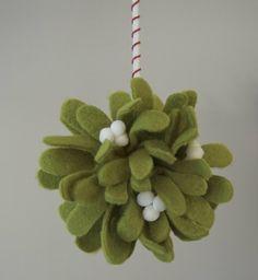 DIY Mistletoe Kissing Ball