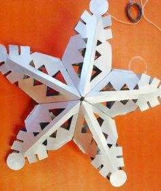 Em 10/11/2011, no turno da tarde, o projeto de Design Social da Universidade Feevale proporcionou mais um dia de oficina de Natal à Escola Raio de Sol. Nesse dia, foi ensinado às participantes da o...
