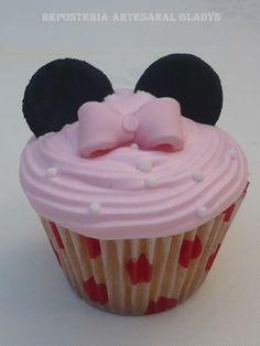 """Cupcakes """"Minnie"""" Facebook: """"Repostería Artesanal Gladys"""""""