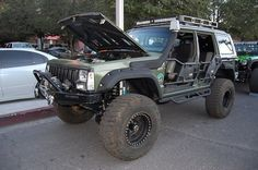 Jeep Cherokee XJ with Tube Doors. This is what i want to do with mine!!!!