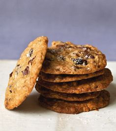 Salty Oatmeal Chocolate Chip Cookies (Ina Garten recipe) (Anne Burrell uses walnuts instead of cranberries) Chocolate Chunk Cookie Recipe, Chocolate Chip Oatmeal, Oatmeal Cookies, Chocolate Cookies, Salted Chocolate, Oatmeal Scotchies, Chocolate Torte, Chocolate Crunch, Gourmet