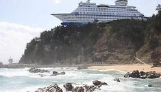 Extremely Interesting Actual 16 Pictures (Without Photoshop) - Sun Cruise Hotel in Jeongdongjinin, South Korea. Epic Fail Pictures, Cool Pictures, Cool Photos, Amazing Photos, Strange Pictures, Crater Lake, Unusual Hotels, Book A Hotel Room, 10 Picture
