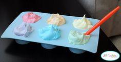 Scheerschuim en voedselkleurstof maakt een hoop pret onder de douche
