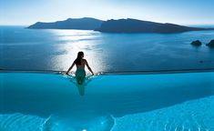 Si buscas un hotel complaciente, a continuación te presentamos algunos hoteles con las mejores albercas tipo infinity pool, para tus próximas vacaciones.
