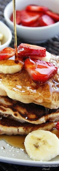 Hello, here is the best breakfast for a lovely morning. Just a warning: A couple of bites of this thick, fluffy banana pancakes can cause a grrreat day! Give yourself this sweet prize.strawberries, bananas and maple! epic breakfast fit for a king! What's For Breakfast, Breakfast Dishes, Breakfast Recipes, Morning Breakfast, Christmas Breakfast, Perfect Breakfast, Think Food, Love Food, Food Porn