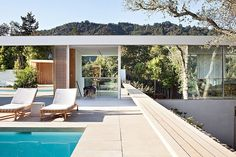 Located in Larkspur, California, USA, the Turner Residence was designed in 2013 by Jensen Architects. This new residential design was created with a funda Will Turner, Palm Springs Mid Century Modern, Garage Guest House, Outdoor Spaces, Outdoor Decor, Outdoor Landscaping, Pergola Plans, Architect Design, Modern Architecture