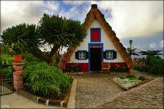 Lendas da Ilha da Madeira (Região Autónoma da Madeira, Portugal): Descoberta pelos portugueses em 1418-1419, há quem diga que a Madeira é o local onde a Europa se (con)funde com os trópicos. Talvez a verdade não ande longe disso. Tal como outras zonas do país, este maravilhoso arquipélago é fértil em lendas. Eis algumas que fazem parte do imaginário de todos.