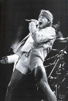 Hoje tem Especial com Axl Rose e Guns N' Roses no Canal ROCK Stage Diving! - www.supermusic.com.br - às 20hs. Horário de Brasília #webradio