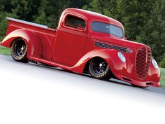 1939 ford!! Im not really a ford kind of girl but I would def take this one! Clean!! Love classic!