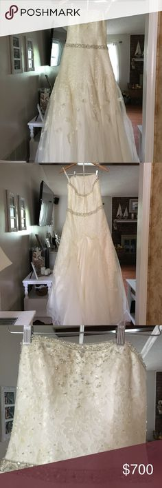 Oleg Cassini Wedding Dress Size 6 Like new wedding Dress ,very detailed and simply beautiful ! Oleg Cassini Dresses Wedding