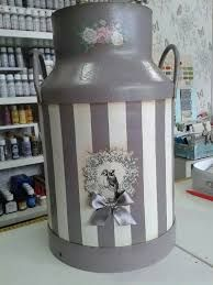 Resultado de imagen para botellas de vidrio de leche antiguas Painted Milk Cans, Old Milk Cans, Shabby Chic Accessories, Wine Chillers, Decoupage Printables, Tin Containers, Milk Cup, Tole Painting, Craft Gifts