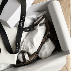 Block heel sandals im brown python. Unboxing of Kosedy shoes. Packaging idea. Italian Leather, Python, Wardrobe Staples, Block Heels, Packaging, Sandals, Brown, Collection, Shoes