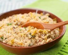 Farofa de Alho-Poró (vegana): Ingredientes 4 colheres (sopa) de azeite de oliva 1 alho-poró grande picado 2 xícaras de farinha de mandioca torrada 3 colheres (sopa) de salsinha ...