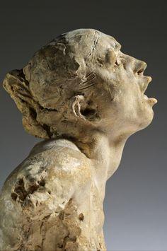 Le Cri- Auteur(s) : Auguste RODIN Date de création : 1898 Matériaux : Plâtre ; Plâtre patiné Dimensions : H. : 25,4 cm ; L. : 31,4 cm ; P. : 18,9 cm ; Pds. : 2,2 kg (Hors tout) H. : 25,4 cm ; L. : 31,4 cm ; P. : 18,9 cm ; Pds. : 2,2 kg (Œuvre)