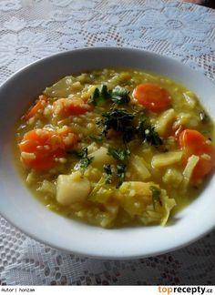 Zeleninová hustá jarní polévka s rýží a kurkumou