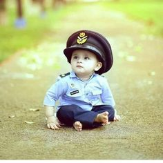 Image may contain: 1 person, outdoor Cute Baby Boy Images, Cute Baby Pictures, Cute Little Baby, Cute Babies, Cute Kids Photography, Newborn Photography, French Baby, Cute Baby Wallpaper, Dad Baby