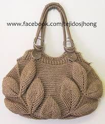 Hasil gambar untuk tejidos a crochet bolsos y carteras Crochet Fabric, Crochet Tote, Crochet Purses, Crochet Shell Stitch, Crochet Pattern, Fabric Handbags, Crochet Handbags, Handmade Handbags, Handmade Bags
