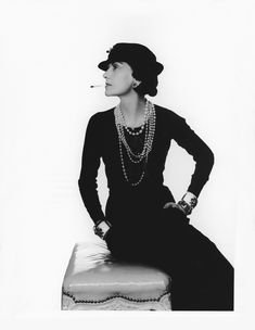 chanel-collections-and-creations-coco-chanel-portrait-by-man-ray-1935.png 800×1.033 píxeles