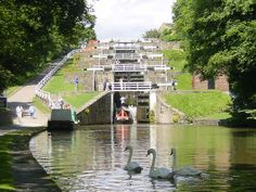 5 Rise Locks on the Leeds & Liverpool Canal at Bingley, West Yorkshire Yorkshire England, Yorkshire Dales, North Yorkshire, Canal Boat, Canal E, England And Scotland, England Uk, Great Places, Beautiful Places