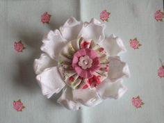 Felt Flower by bakeandsewblog, via Flickr