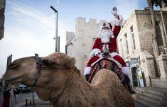 Papá Noel recorre el planeta En trineo, en camello, saltando, Papá Noel es el protagonista de las fiestas navideñas #Navidad #news tas#News#navidad #merrychristmas