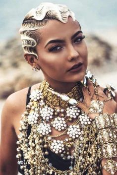 30 Best Short Haircuts for Women Awesome Trendsetting Short Hairstyles For 2019 To Make You Stand Out From The Crowd ★ Short Hairstyles 2015, Best Short Haircuts, Black Women Hairstyles, Girl Hairstyles, Pixie Haircuts, Drawing Hairstyles, Vintage Hairstyles, Finger Waves Short Hair, Short Waves