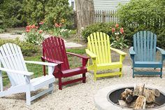 How to Spray Paint a Wooden Adirondack Chair Wooden Garden Chairs, Painted Wooden Chairs, Wooden Beach Chairs, Deck Chairs, Wooden Adirondack Chairs, Outdoor Chairs, Garden Furniture, Diy Furniture, Pallet Chair