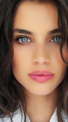 keresek női kék szem