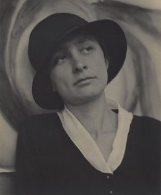 Alfred Stieglitz's Intimate Portraits of Georgia O'Keeffe - The New York Times York Art Gallery, Art Gallery Of Ontario, National Gallery Of Art, Alfred Stieglitz, Georgia O'keeffe, Georgia O Keeffe Paintings, T Magazine, New York Art, New Shows