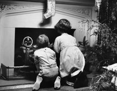 Two children waiting for Santa Claus. (Photo by George Marks/Retrofile/Getty Images). USA, circa 1950s