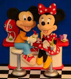 Mickey y minnie Mickey And Minnie Cake, Bolo Mickey, Minnie Mouse Cake, Mickey Mouse Clubhouse, Minnie Mouse Theme Party, Walt Disney Pixar, Disney Fun, Disney Mickey, Disney Cake Toppers