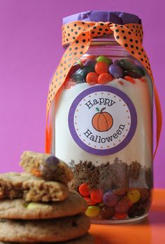 #Halloween M Cookies in a Jar. Free #Printables by Amy at Living Locurto