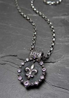 Love love love Fleur de lis! And this one especially