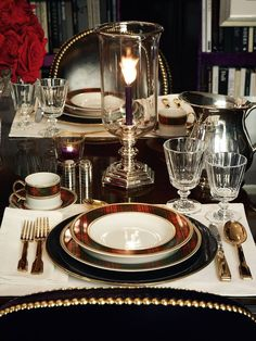 Some of my favorite Christmas table settings for holiday decorating. Sharing a l… Some of my favorite Christmas table settings for holiday decorating. Sharing a little traditional decor-tartan plaids, silver pieces & heirloom china. Christmas Table Settings, Christmas Tablescapes, Holiday Tables, Christmas Candles, Thanksgiving Table, Beautiful Table Settings, Elegant Table, Deco Table, Traditional Decor