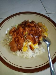 Nasi lengko indramayu Spicy Recipes, Indian Food Recipes, Crockpot Recipes, Food N, Food And Drink, Food Gallery, Indonesian Food, Food Cravings, Soul Food