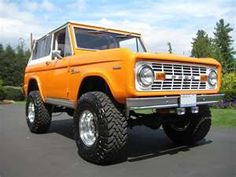 1969 Ford Bronco. A girl can dream. If anyone happens to have one they'd love to sell me dirt cheap....I'm all for it!!