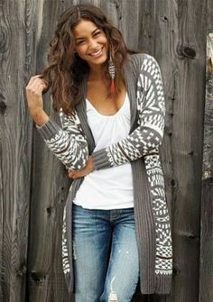 Adorable grey and white oversize long cardigan, white blouse and jeans for fall