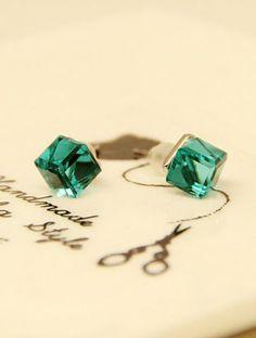 Green Diamond Cube Silver Stud Earrings pictures....http://www.pinterest.com/jodimac222/green-with-envy/
